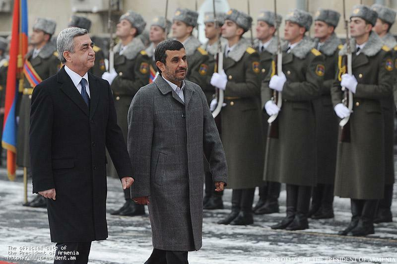 Iran -- President of Iran Mahmoud Ahmadinejad welcomes Armenian President Serzh Sarkissian in Tehran, 27Mar2011