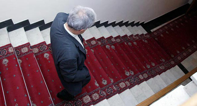 Armenia -- Former Foreign Minister of Armenia and founder of the Civilitas Foundation Vartan Oskanian walks down the stair of Parliament, Yerevan, 03Oct2012