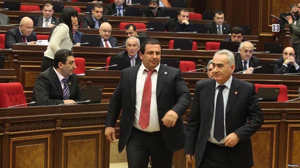 Armenia - Prosperous Armenia Party leader Gagik Tsarukian (C) attends a parliament session in Yerevan, 4Feb2013   Photo from www.azatutyun.am