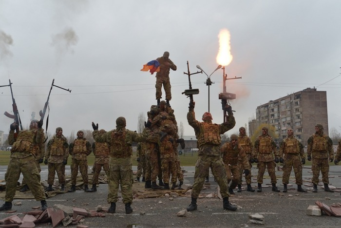 Armenia - Armenian army commandos demonstrate their skills at a military base in Yerevan, 22Nov2014.