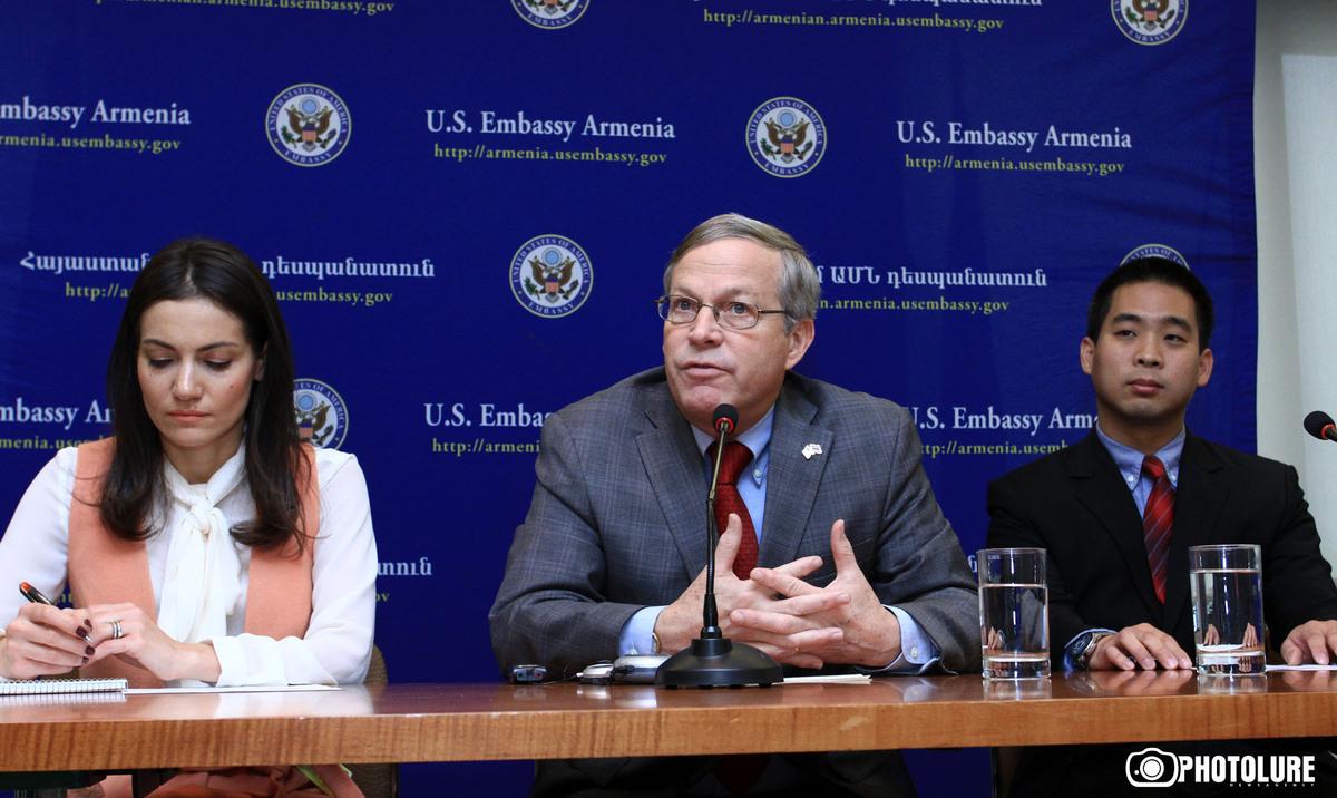 US Consul Frank Tu presented the details of new US visa regime to Armenia in US Embassy in Armenia